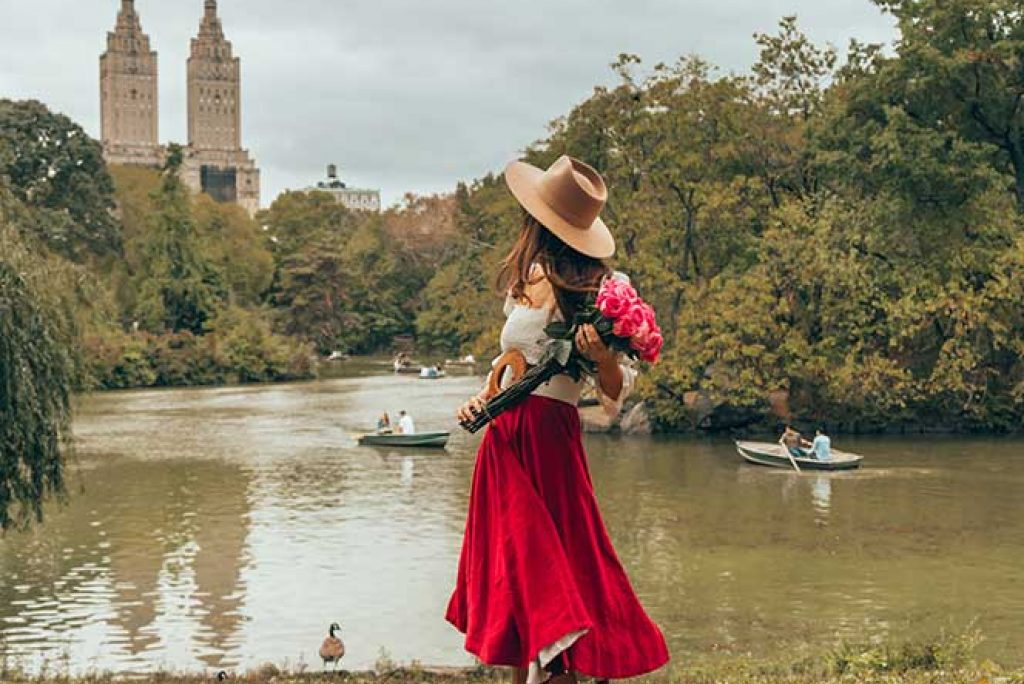Kristi Hemric (Instagram: @khemric) shows off her flowers during fall at The Lake in Central Park in New York City